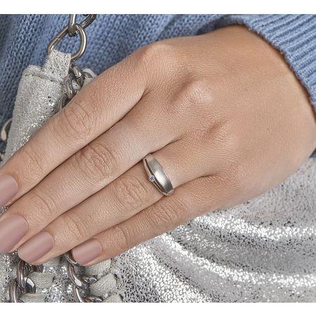 Zilveren damesring met zirkonia